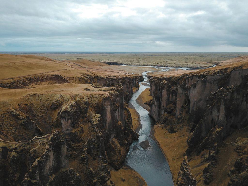 Vue de drone du Canyon de Fjaðrárgljúfur